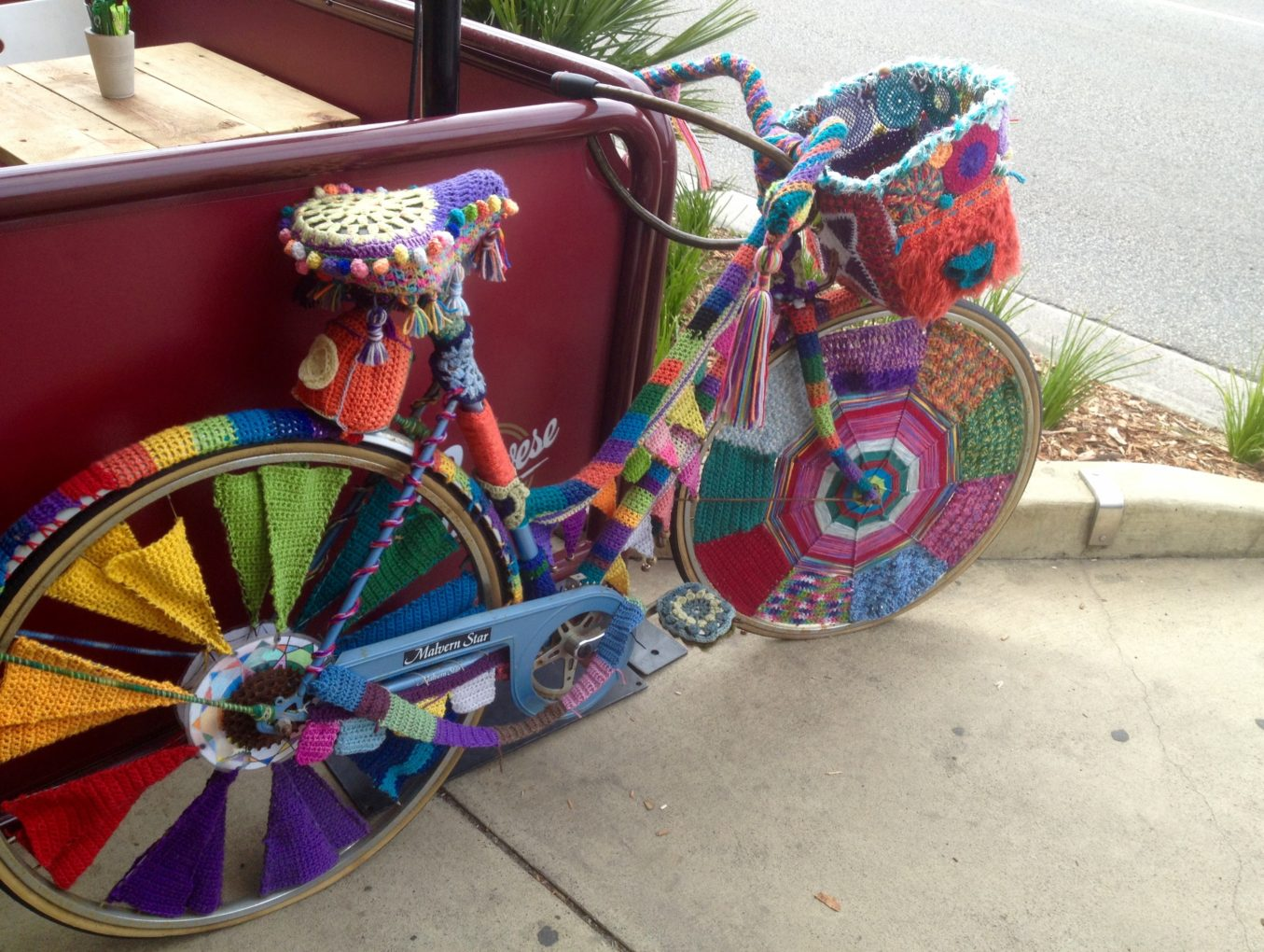 Artist on wheels, Linda Spencer, wins with her business lunch